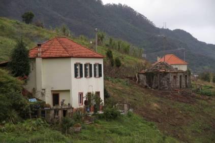 Häuser an der Levada do Castelejo