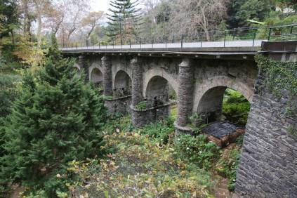 Monte: alte Brücke über den Stadtpark