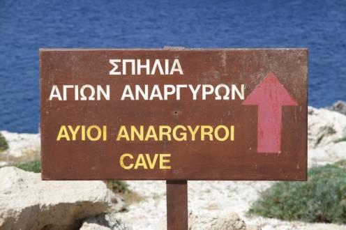 Wegweiser zur Höhle ...