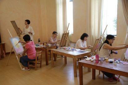 Gruppe beim Malen