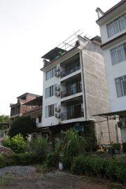 Unsere Unterkunft: erst im 2., später im 3. Stock mit Balkon