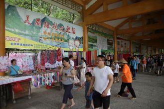 Straßenverkäufer an der Anlegestelle in Yangshuo